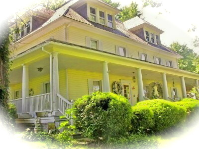 Beautiful Colonial Restoration Home - Ceremonies - Yellow Turtle Inn - Intimate Weddings