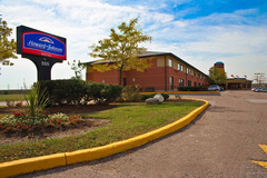 Howard Johnson Hotel Toronto-Markham - Hotels/Accommodations, Bridal Shower Sites - 555 Cochrane Drive, Markham, Ontario, L3R 8E3, Canada