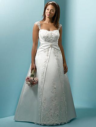 Curvy brides wedding venues vendors wedding mapper for Rent a wedding dress houston