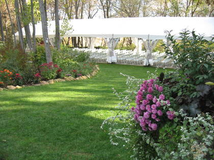 TRELLIS OUTDOOR WEDDING