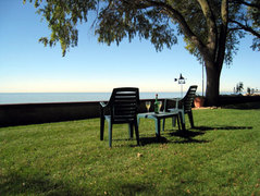 McKinnon's Lakeside Bed and Breakfast - Hotels/Accommodations, Honeymoon - 389 Lakeside Drive, Amherstburg, Ontario, N0R 1G0, Canada