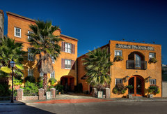 Andrew Pinckney Inn - Hotels/Accommodations - 40 Pinckney Street, Charleston, South Carolins, 29401, United States