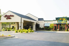 Hampton Inn North and North Metro Meeting and Event Center - Hotels/Accommodations, Ceremony Sites, Reception Sites - 1000 Gramsie Road, Shoreview, MN, 55126, USA