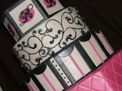 The Bee's Knees Custom Cakes - Cakes/Candies - 578 South Court Street, Medina, OH, 44256, USA