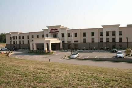 Hampton Inn - Hotels/Accommodations - 5723 Heritage Crossing Dr, Glen Carbon, IL, 62034