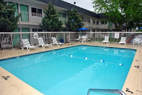 Motel 6 Seattle East - Issaquah - Hotels/Accommodations - 1885 15th Pl NW, Issaquah, WA, 98027
