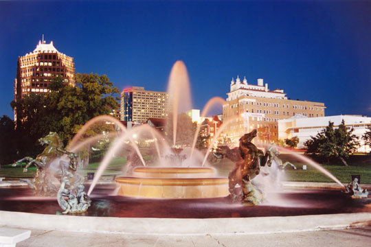 Country Club Plaza - Restaurants, Attractions/Entertainment - 4750 Broadway, Kansas City, MO, 64112