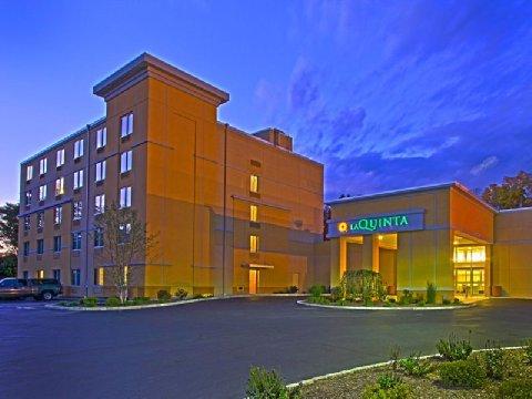 La Quinta Inn & Suites Danbury - Hotels/Accommodations - 116 Newtown Rd, Danbury, CT, United States