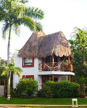 Hotel Las Palapas - Hotels/Accommodations, Reception Sites - Av 34 Norte S/N entre 5a Av y ZFM, Apartado Postal 116, Playa del Carmen, Quintana Roo, Mexico