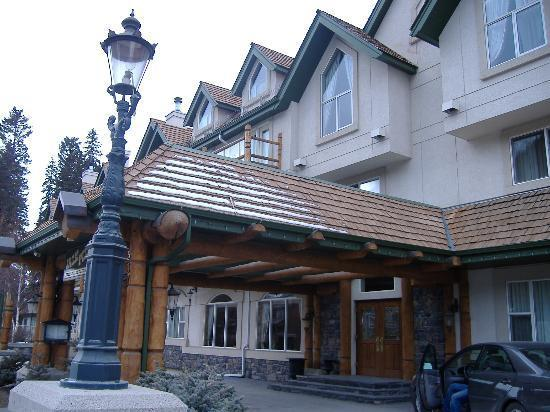 Hotel -rundlestone Lodge - Hotels/Accommodations - 537 Banff Ave, Banff, AB