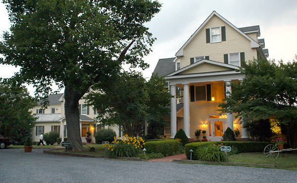 The Oaks Waterfront Inn And Events - Ceremony Sites - 25876 Royal Oak Rd, Royal Oak, MD, 21601