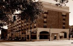 Hampton Inn Savannah-Historic District - Hotel - 201 East Bay Street, Savannah, GA, 31401, United States