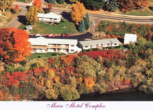 Seagull Bay Motel - Hotels/Accommodations - 325 S 7th St, Bayfield, WI, United States