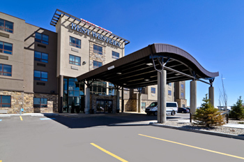 Best Western Premier Freeport Inn & Suites - Hotels/Accommodations - 86 Freeport Blvd NE, Calgary, AB, T3J 5J9
