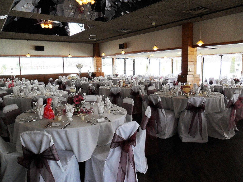 English Hills Country Club - Reception Sites, Ceremony Sites - 1200 4 Mile Rd NW, Grand Rapids, MI, 49544, US