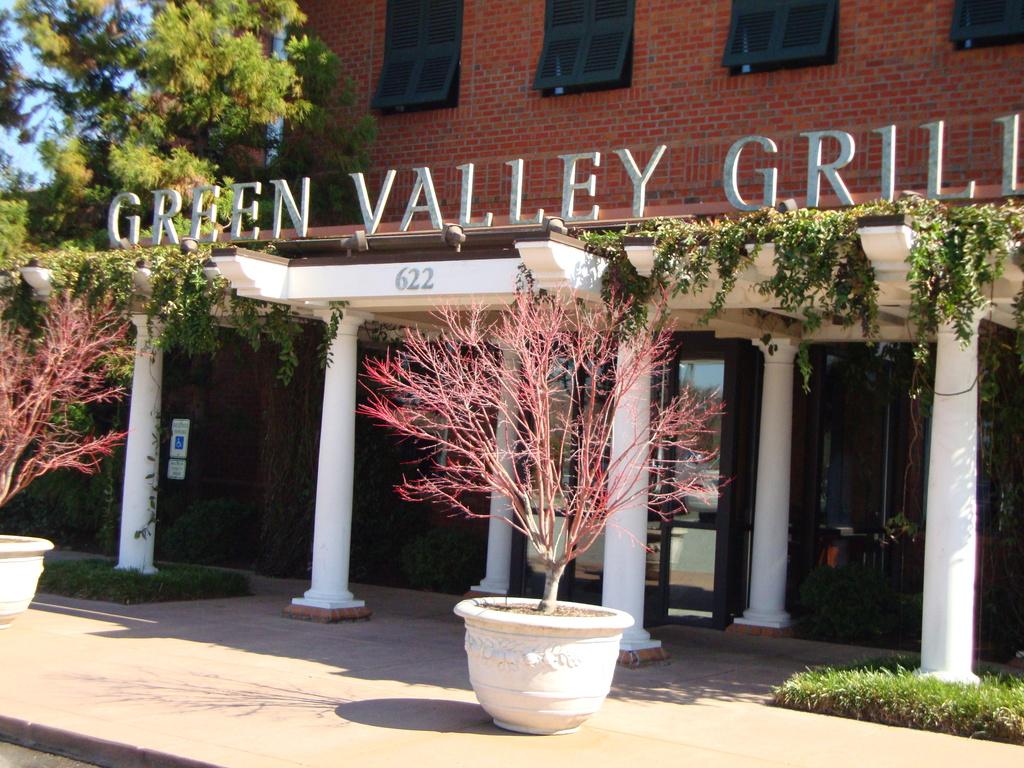 Green Valley Grill - Restaurants - 622 Green Valley Rd, Greensboro, NC, 27408, US