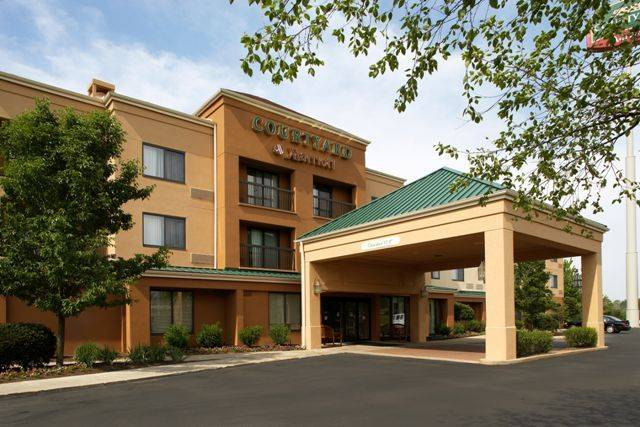 Courtyard By Marriott - Hotels/Accommodations - 35103 Maplegrove Rd, Willoughby, OH, 44094, US