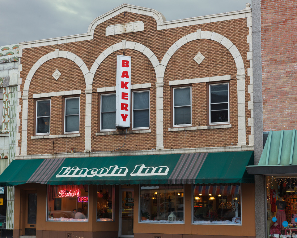 The Lincoln Inn Restaurant - Restaurants - 240 East Lincoln Highway, DeKalb, IL, United States