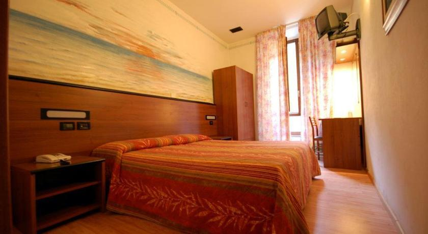Hotel Leonardo - Hotels/Accommodations - 17 Via Tavoleria, PI, Tuscany, 56126, IT