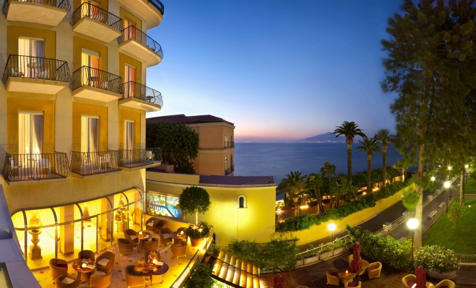 Hotel Continental - Hotels/Accommodations - Piazza della Vittoria 4, Sorrento, Italy