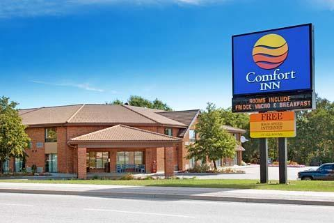 Comfort Inn Airport - Hotels/Accommodations - 1200 O'Brien St, Nipissing District, ON, P1B 9B3, CA