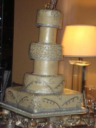 Cakes and Desserts - Alanna and Eric's Wedding in Memphis, TN, USA