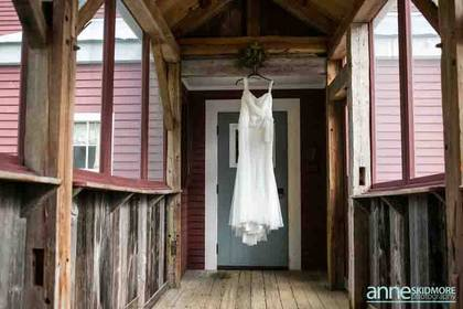 The Wedding Dress - Kirstie and Robert's Wedding in North Conway, NH