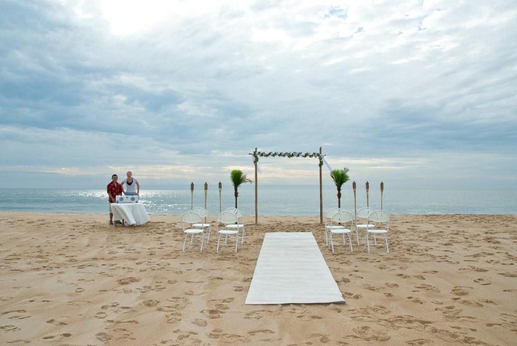 Ocean City Beach Wedding: Ocean City, MD, USA