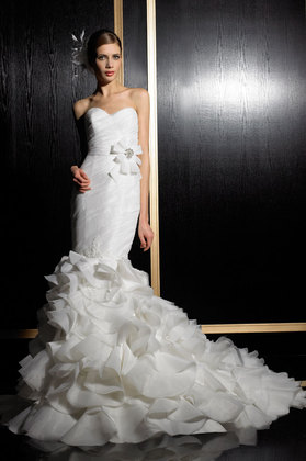 Perfect Dream Bridal Boutique - Wedding Fashion, Tuxedos, Jewelry/Accessories - 369 King Street West, Oshawa, Ontario, L1J 2K3, Canada