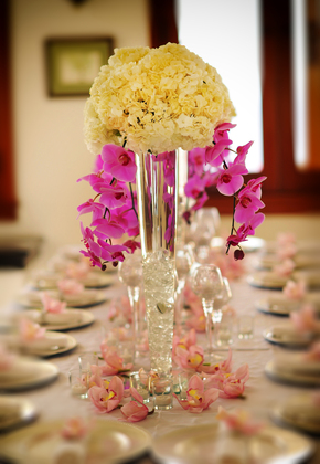 Beautiful table setting decor included with Island Style Weddings coordination services. 
