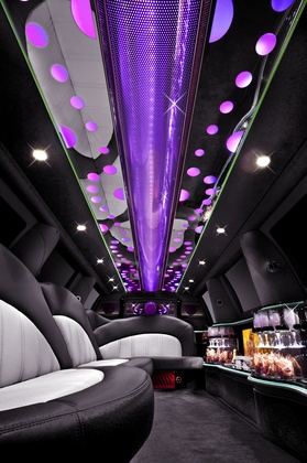Platinum Limousines white Navigator Interior  - Newlyweds - PLATINUM LIMOUSINES LTD